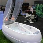 Futuristic Balance Bathtub from Neoqi