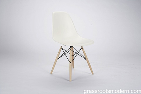 Merveilleux Eames Molded Plastic Chair