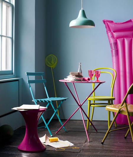 Summer Home Decor retro styling and bold colors for a spring/summery ambiance to