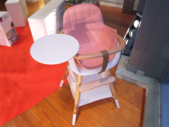 Sit your baby in a stylish and elegant ovo high chair by culdesac for