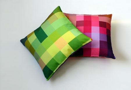 Squaring of the circle cushions