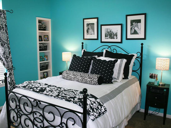 Black and White Bedroom with blue wallpaper - Top 20 Black and White Décorating Ideas to Inspire You