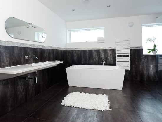 Modern Contemporary Bathroom - Top 20 Black and White Décorating Ideas to Inspire You